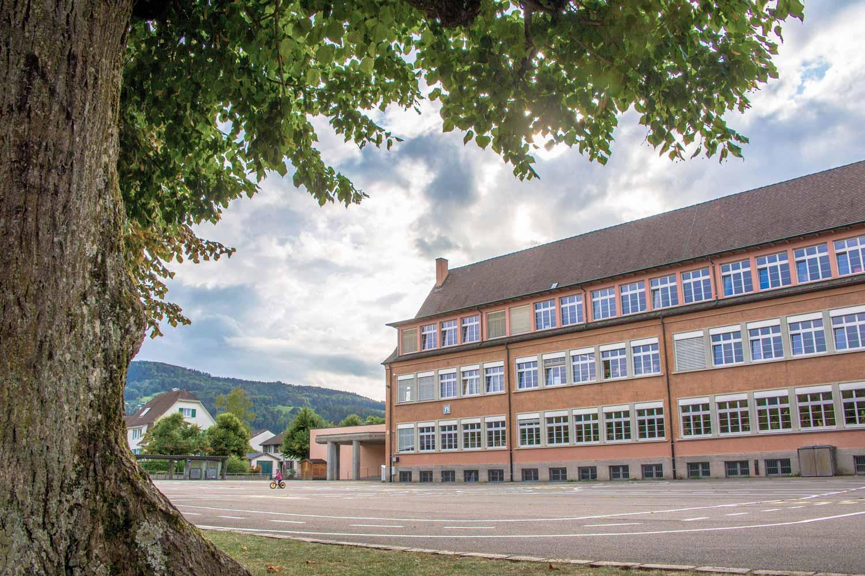 Schulhaus Neumatt in Aesch BL